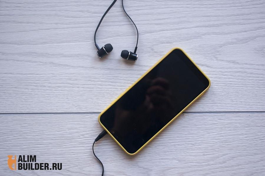 Телефон и наушники флет лей