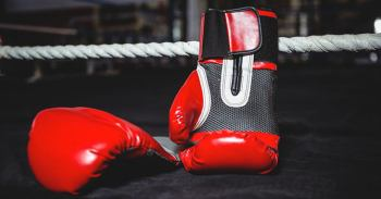 Boxing gloves at Aliexpress: how to choose and items list